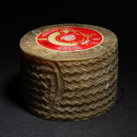 Cured cheese made from raw Malaga goat's milk